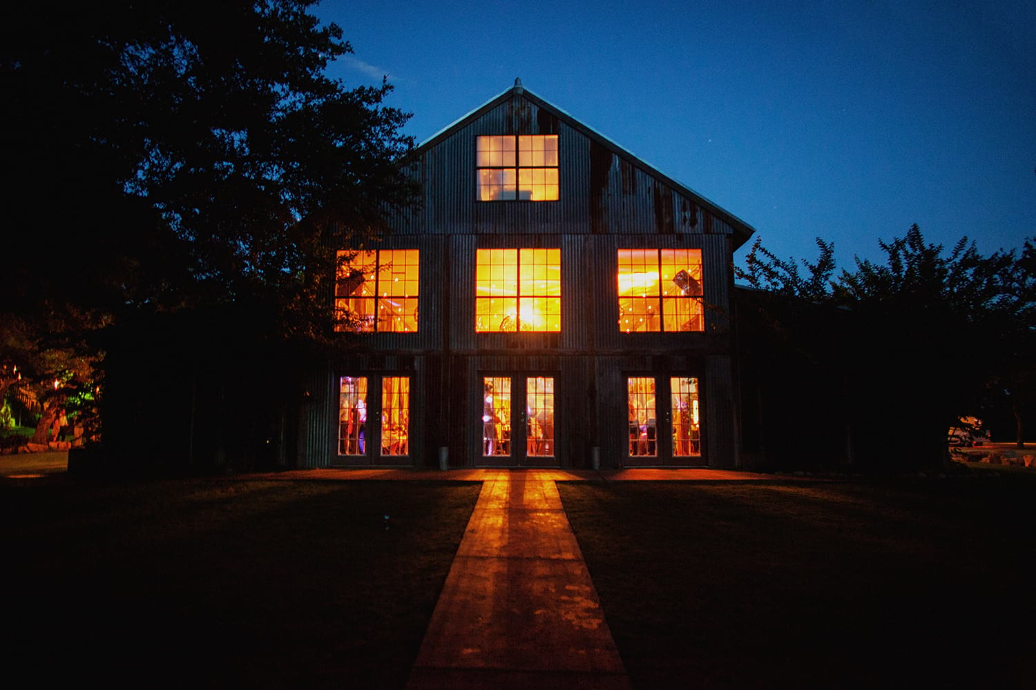 hip-austin-barn-wedding0016